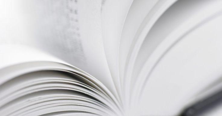 """Cómo escribir la introducción a una novela. Aunque todos hemos oído el viejo dicho de """"Todo el mundo tiene un libro en su interior"""", eso no significa que todos podamos escribirlos. Como muchas ideas que podríamos tener rondando por nuestras cabezas, pocas permanecerán lo suficiente como para ponerlas en papel. La queja más común que he escuchado de amigos aspirantes a escritores es que no ..."""