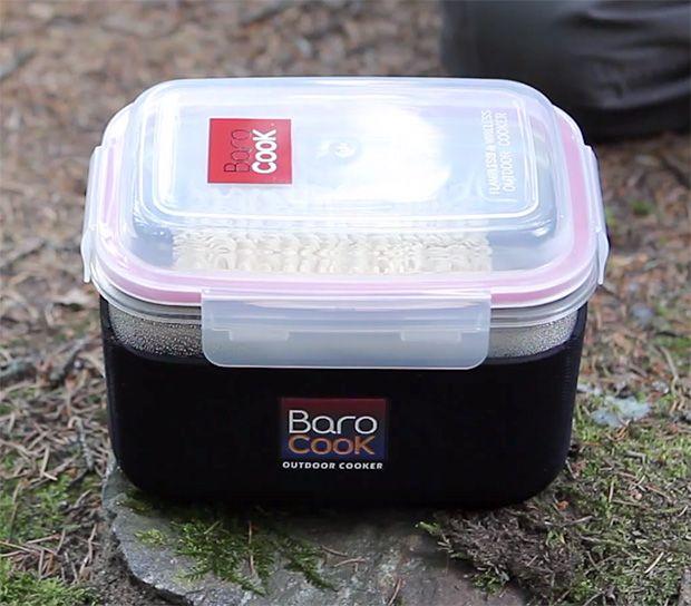 BaroCook   Al igual que las comidas de campo MRE soldados han estado utilizando durante décadas, el sistema BaroCook utiliza paquetes reacción exotérmica para calentar su comida. Activado por el agua, estos paquetes se hierva el agua, y cocinar su cena en los contenedores de anidación compactos, y se quedan a 212 º durante 30 minutos. No hay fuego.