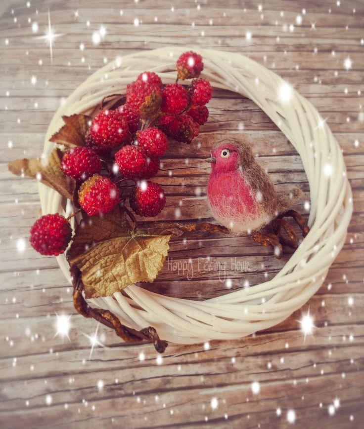 Christmas Wreath,Winter wreath,Holiday Wreath, Fall Wreath,Door Wreath, Xmas Decorations, Xmas Wreath with needle felted robin by HappyFeltingHour on Etsy