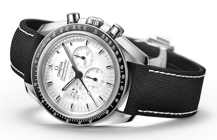 Baselworld 2015: Omega Speedmaster Apollo 13 Silver Snoopy Award Limited Edition watch commemorates one of the most remarkable incidents in the Space Program