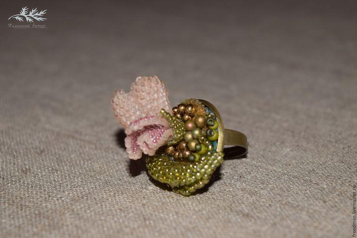 Купить Вышитые кольца с цветами - кольцо, кольцо из бисера, кольцо стимпанк, кольцо с цветком