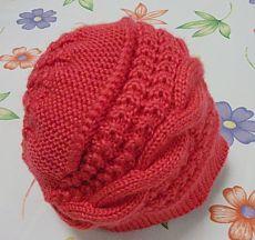 Čínský pletená čepice na ráfku.  Vhodné pro všechny věkové kategorie a dobře sedí. NÁVOD