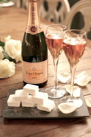 17 best images about from the grape came the wine on pinterest white wines french wine and - Coupe champagne veuve clicquot ...