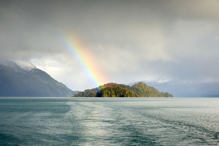 Eclipsada por un arcoirirs  - Lago Todos Los Santos (Patagonia - Chile)