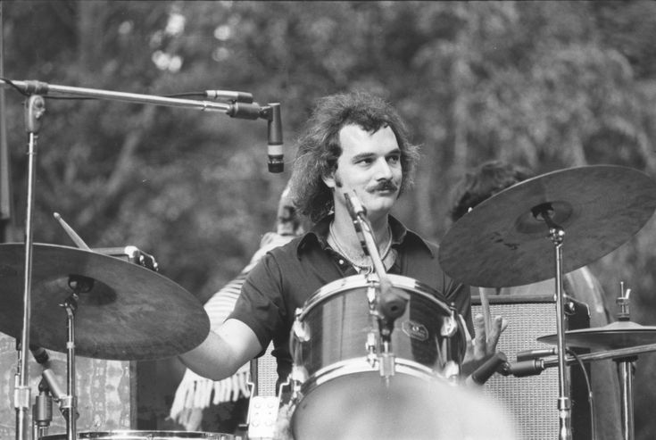 An introduction to the life of mickey hart a drummer for the grateful dead