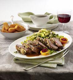 Unser beliebtes Rezept für Hirschrücken mit Gewürzkruste zu Mandelwirsing und Kartoffelbällchen und mehr als 55.000 weitere kostenlose Rezepte auf LECKER.de.