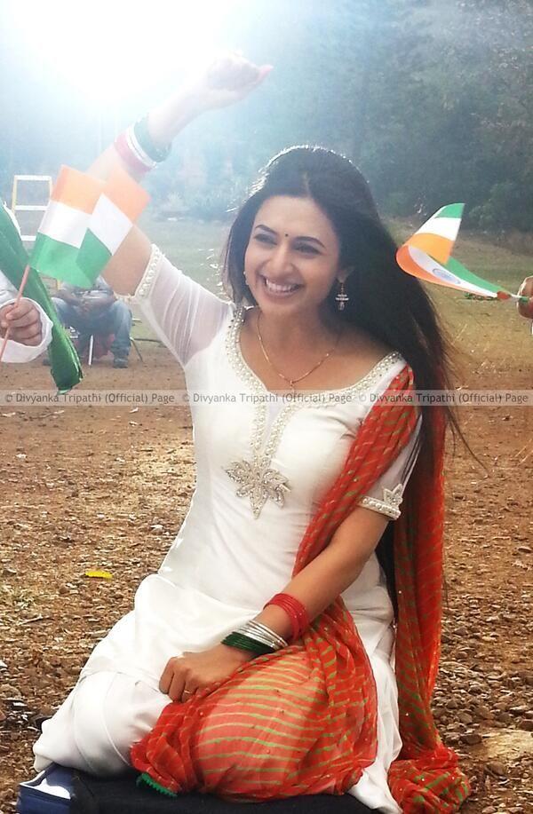 Divyanka Tripathi Cute Stills | Veethi