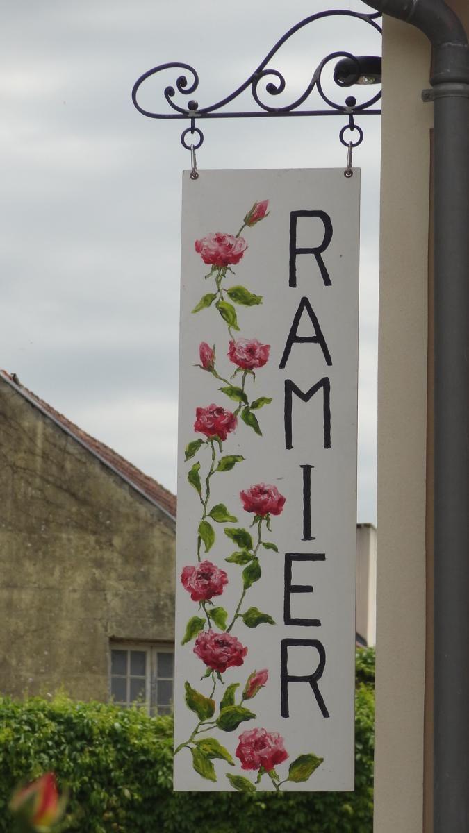 Galerie Ramier (Giverny) - Alta Normandía, Francia - http://www.normandie-giverny.fr/le-village-de-giverny-dispose-de-deux-nouveaux-etablissements/