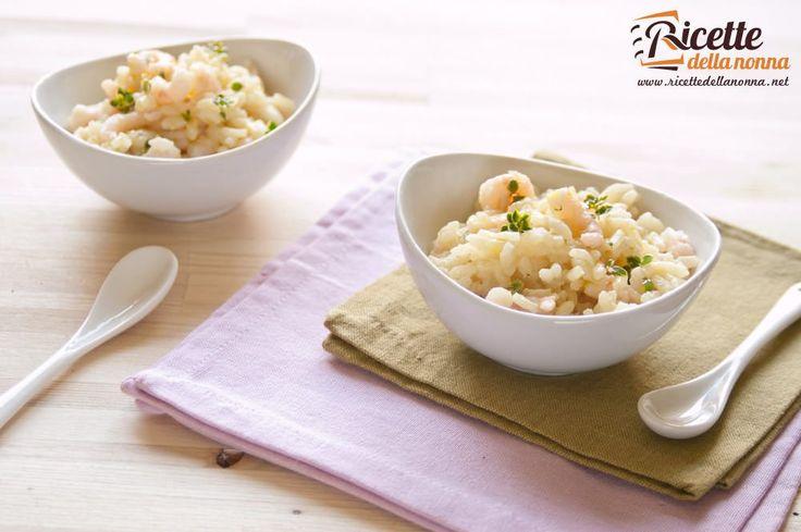 Un risottino leggero profumato dalla scorza di limone e dal timo fresco con tutto il gusto dei gamberetti. Buono caldo delizioso freddo.