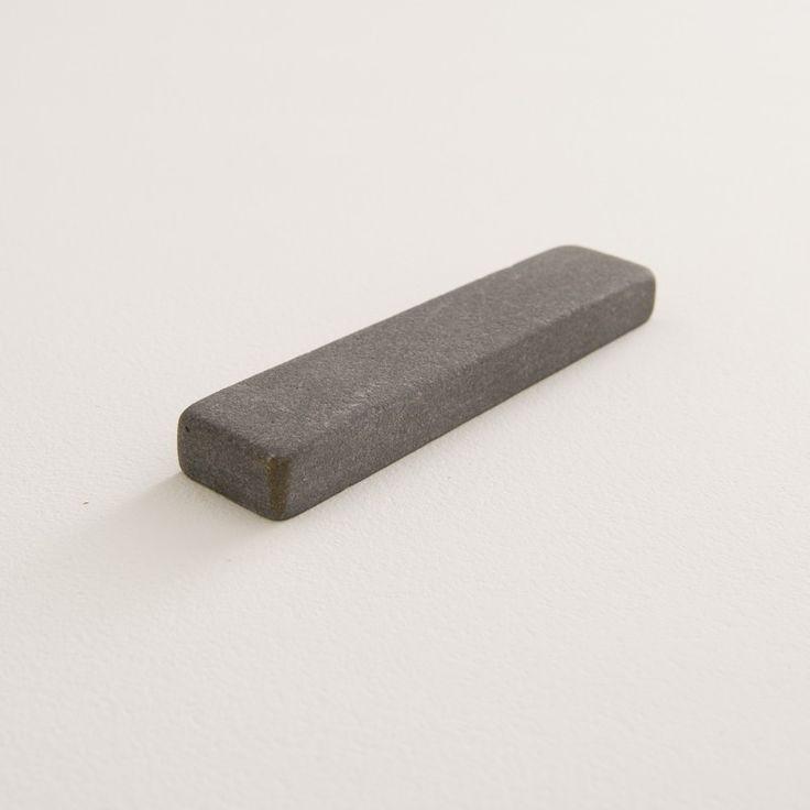 pierre à aiguiser naturelle avec son étui marron