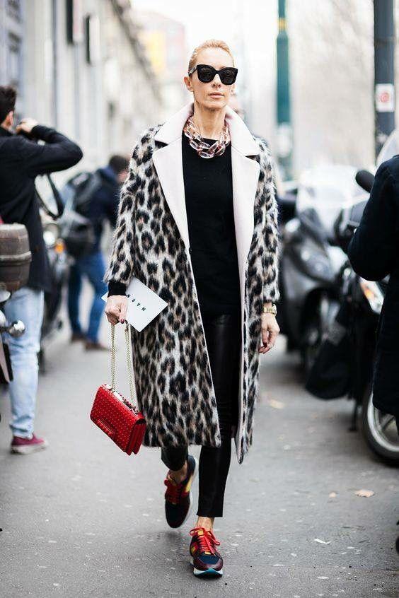 Леопардовое пальто и кроссовки
