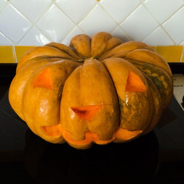 E poi hai una zucca e la intagli per Halloween. Ahahahaha #halloween #pumpkin #zucca #31ottobre