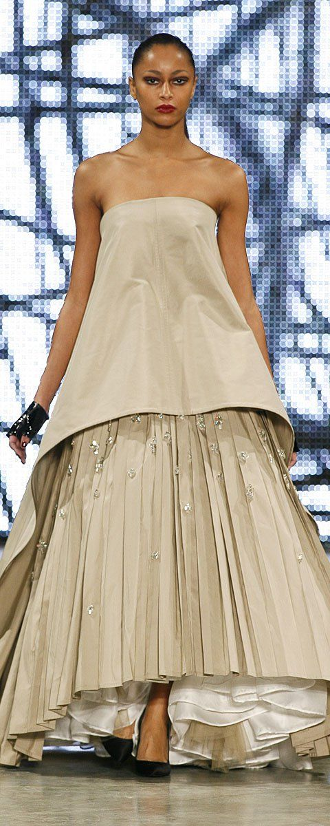 Stéphane Rolland Spring-summer 2009 - Couture - Beige pleated and embroidered cotton long evening gown - http://www.orientpalms.com/stephane-rolland-851