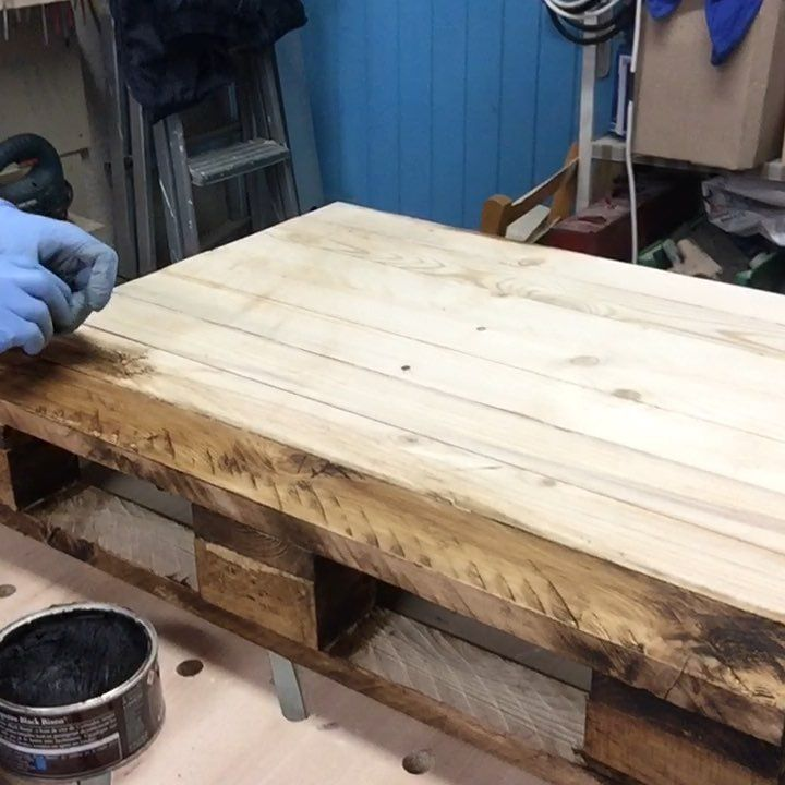 Ludwig Workshop On Instagram Salut Salut Realisation D Une Table Basse En Planche De Coffrage Transforme En Pale En 2020 Planche De Coffrage Table Basse Coffrage