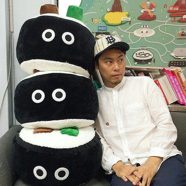 Giant kimbap doll at the Maaterial design studio. Korean sreet food inspired characters! #koreanstreetfood #streetfood #characterdesign #madeinkorea #imhungry @Regrann from @hkoon0 - . 자이언트 김밥이...