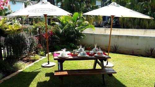Outdoor garden lunch #OutdoorTable #DiningOutdoors