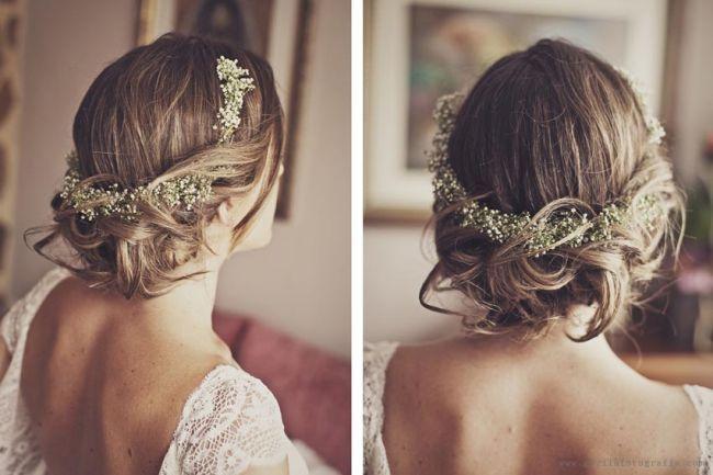 Verspielte und sehr blumige Brautfrisuren 2016: Lieblingsaccessoire für die Braut sind und bleiben Blumenkränze! Image: 11