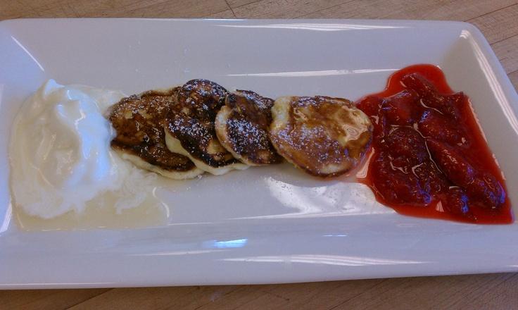 Lemon Souffle Pancakes with Lemon Frozen Yogurt and Strawberry Compote ...