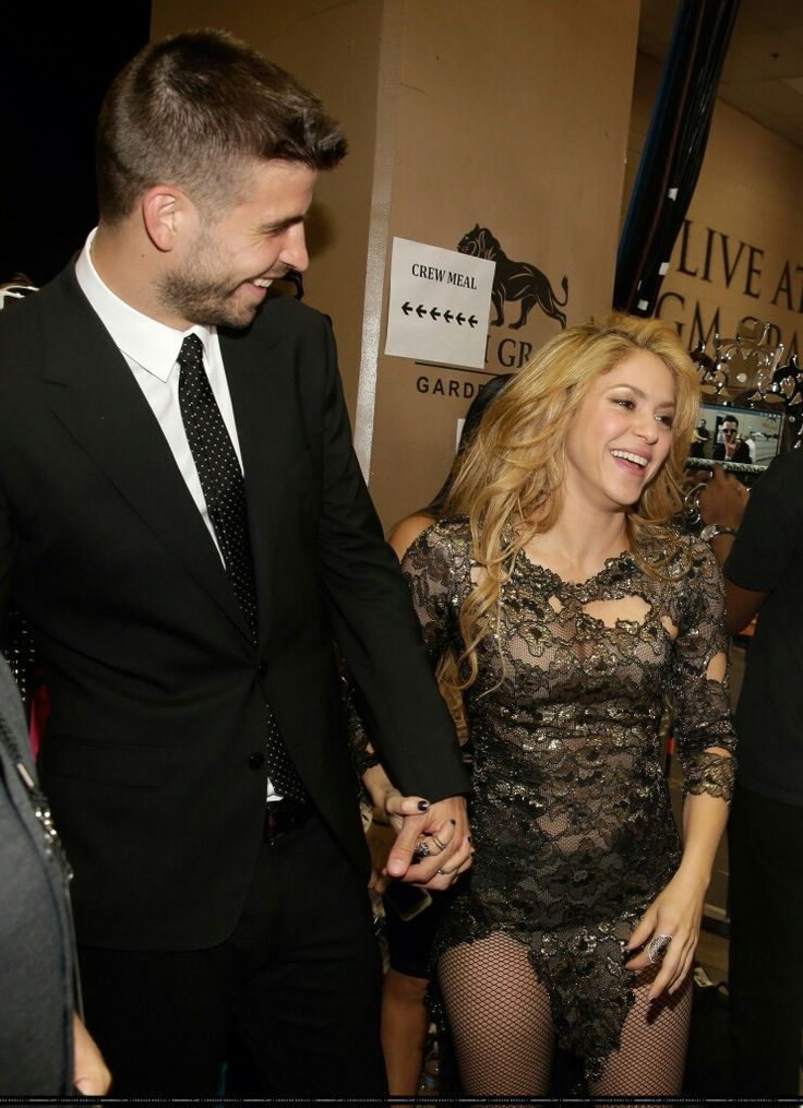 the way he looks at her 😻❤ Shakira & Pique