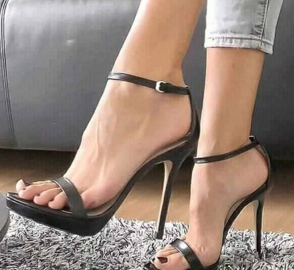 Ankle strap heels. Tacchi Close-Up #Shoes #Tacones #Heels
