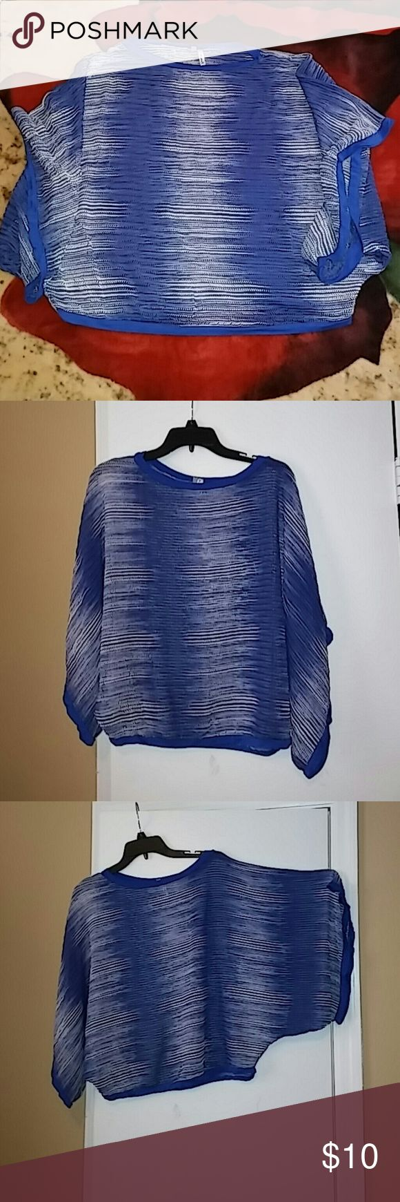 Studio Y batwing top XL Blue and white batwing top Great for hiding arms in spring/summer May need cami to wear underneath 21in long. 42in across EUC Perfect for the spring and summer Smoke& pet free home Studio Y Tops