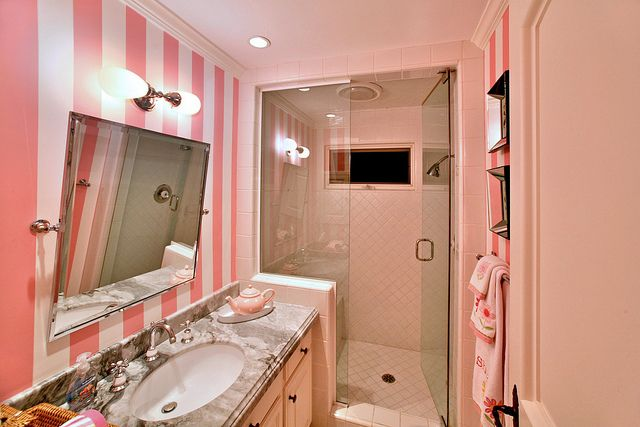 it's got victoria's secret stripes.  i'm doing this to my bathroom.