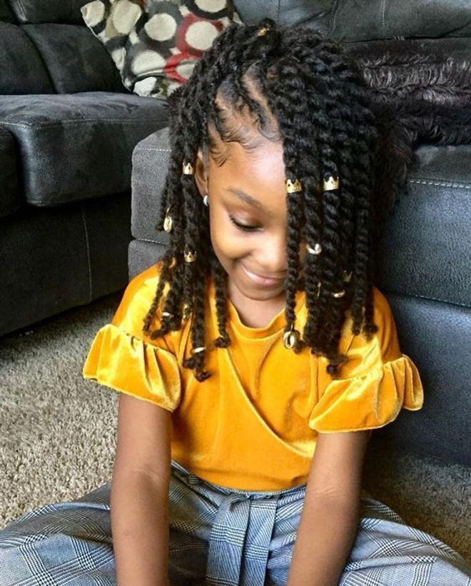 25 Idees De Coiffures Afro Pour Petites Filles Idee Coiffure Cheveux Crepus Coiffure Fillette Coiffures Filles