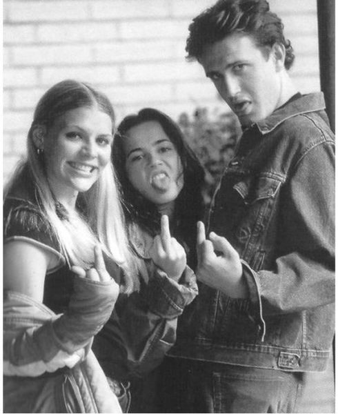 """Rare Behind-The-Scenes Photos From The Set Of """"Freaks And Geeks"""""""