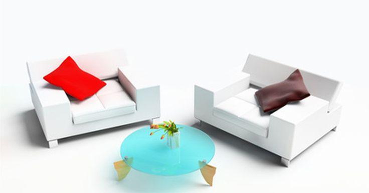 Ideias de decoração de interiores para bar. O projeto para um lounge bar deve ser convidativo, maximizando o conforto dos convidados para que fiquem e desfrutem do local. Escolha decorações descontraídas para criar uma atmosfera acolhedora. Escolha um tema para o lounge bar e decore-o todo, da cor da parede aos móveis e acessórios.