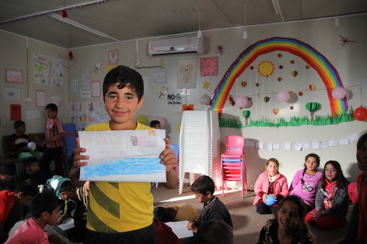 In February 2015, World Vision started the Let Us Learn project to support displaced children living in two camps and in host communities in the Dohuk area of the Kurdistan Region of Iraq. World Vision