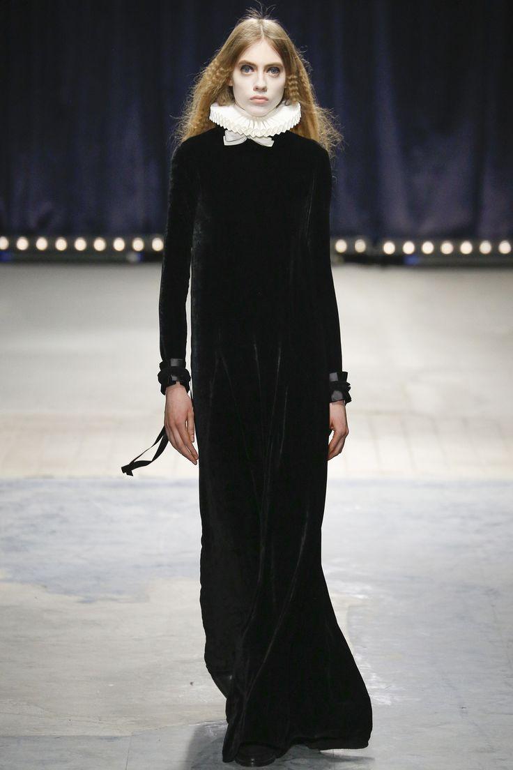 look 1 - Veronique Branquinho Fall 2016 Ready-to-Wear Fashion Show