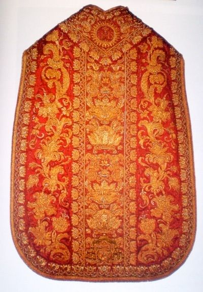 Pianeta rossa riccamente decorata del sec. XVII, appartenente a papa Urbano VIII