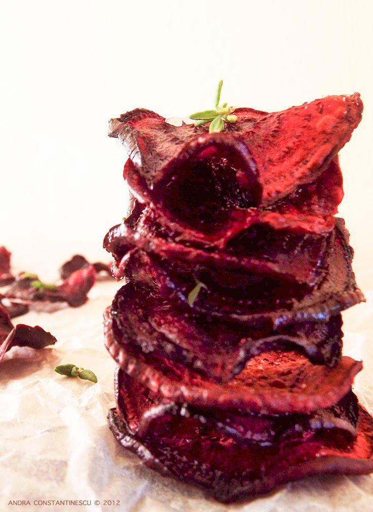 Chipsuri din sfecla rosie - o gustare sanatoasa. Chipsurile din sfecla rosie sunt 100% naturale, sunt simplu de facut si sunt pline de vitamine