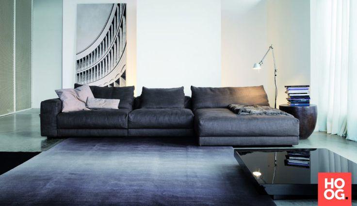 moderne woonkamer inrichting met luxe meubels en accessoires