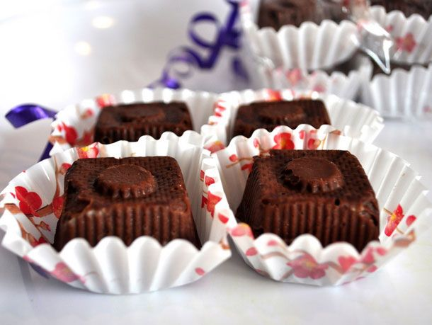 Dark chocolate cherry fudge: like black forest cake in a small, sweet squareSweets Treats, Fudge Recipes, Food, Dark Chocolates, Candies, Cherries Fudge, Serious Eating, Chocolates Cherries, Serious Eats