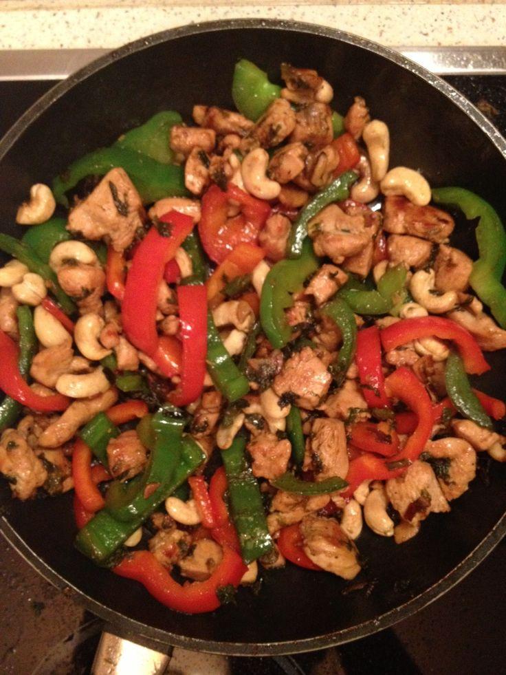 Курица с имбирем и кешью рецепт – основные блюда. «Афиша-Еда»