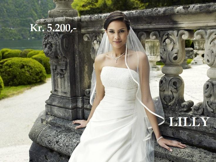 Best pris hos oss. Vi har kun originale merker. Best prices with us. Only original designer dresses.