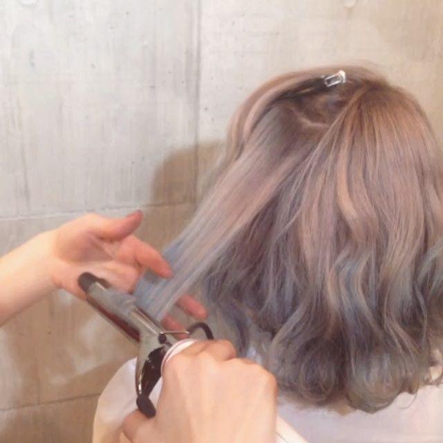 #まなみcolor . グラデーション×パールホワイト クリーミーなホワイトカラーをベースにブルーのハイライトをカラーバターで沢山入れました☝️ . . . SHACHU巻き アイロン 26mm スタイリング剤 二ゼルジェリー S hair by @manax_x . . #SHACHU #hair #color #グラデーション #ハイトーン #bob #パールホワイト #カラーバター #Blue #ブルー #水色 #ハイライト #ウェーブ #SHACHU巻き #簡単ヘアアレンジ #外国人風 #ヘアカラー