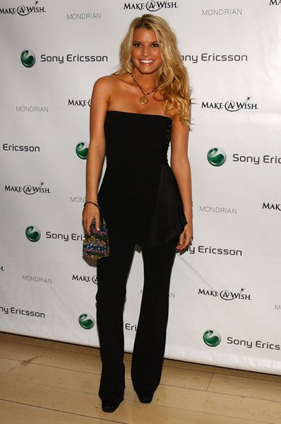 Jessica Simpson, love her style and hair!!