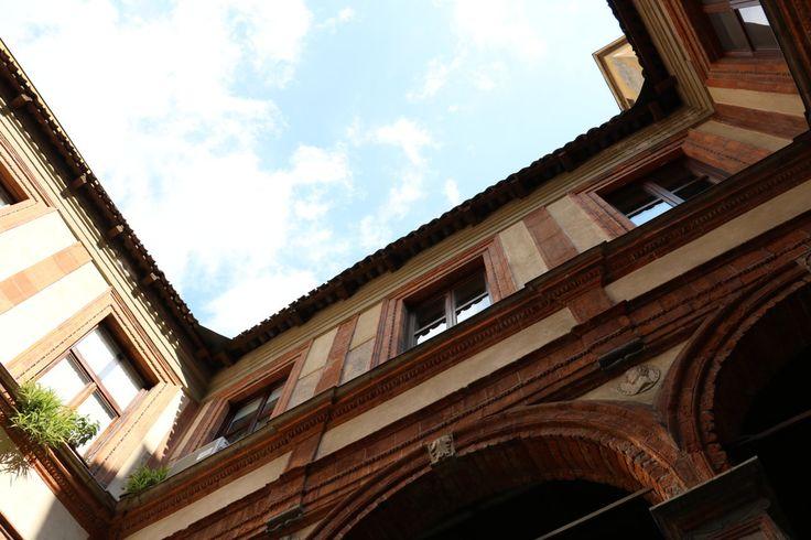 MILANO centro, appartamento ultimo piano Palazzo Pozzobonelli Isimbardi, Duomo, vista dal cortile storico del Bramante; phone +39 02 95335138; info@casaestyle.it; www.casaestyle.it