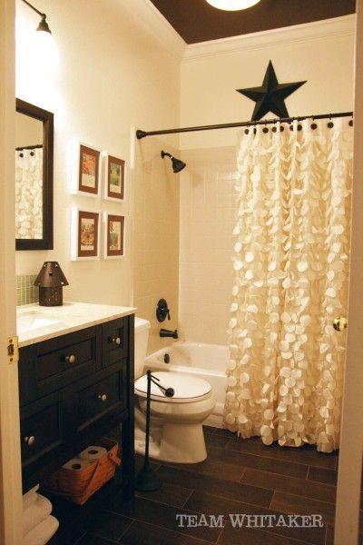 Spraypaint la barre de rideau de douche + rideau avec ruches