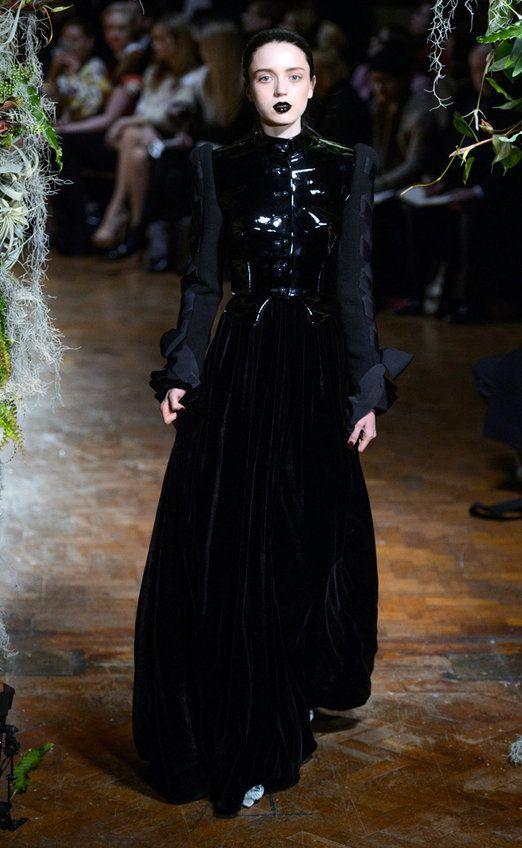 ¿Por qué todos los diseñadores quieren ser góticos este otoño? - Harper's Bazaar