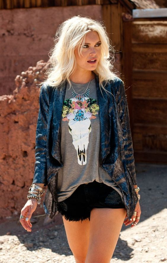 Bohemian style is one of my favorites. I love feel of the 70's. Here are some of my favorites boho street style looks. How cool is ...