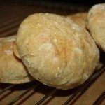 Sugen på något gott till frukost? Här kommer ett recept på quinoafrallor, hämtat från tidningen Laga Lätt.    Ingredienser, 16 frallor  ½ paket färsk jäst  4 dl vatten  3 dl kokt quinoa  1 l siktat dinkelmjöl  1 tsk salt  1-2 dl dinkelmjöl till ut...