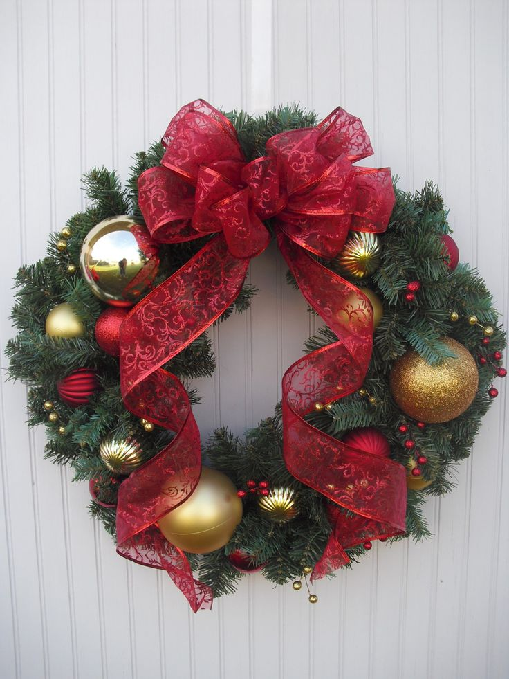 Christmas Ornament Wreath - Red & Gold