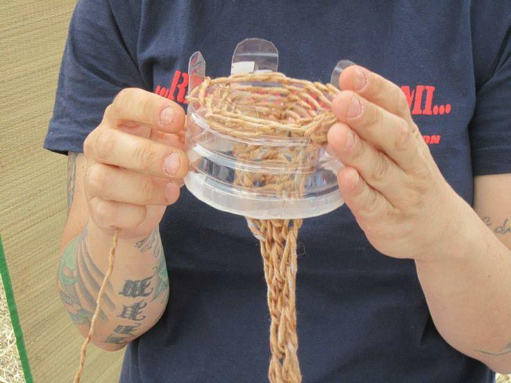 Vi insegneremo a realizzare caterinette con bottiglie di plastica.... :)