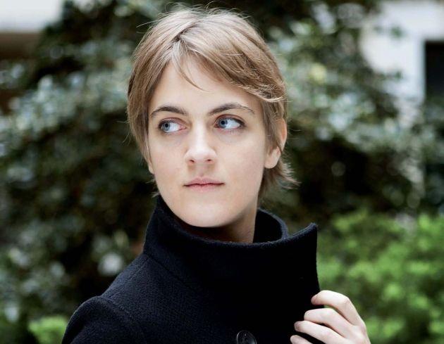 Biographie, bibliographie, lecteurs et citations de Emmanuelle Richard. Emmanuelle Richard est née en 1985, en banlieue parisienne. Elle vient de décrocher une maîtrise de ..