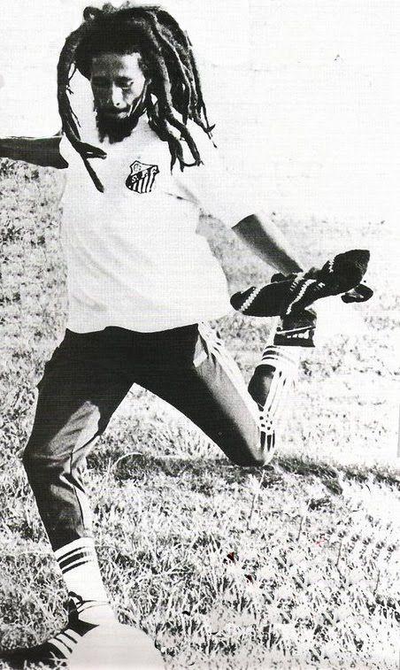 Bob Marley playing soccer with Santos FC shirt.