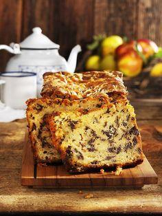 Kastenkuchen mit Apfel und Schokolade | http://eatsmarter.de/rezepte/kastenkuchen-mit-apfel-und-schokolade