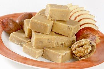 Vegan Maple Cream Fudge (white sugar, brown sugar, coconut milk, coconut oil, maple syrup, salt, and vanilla).